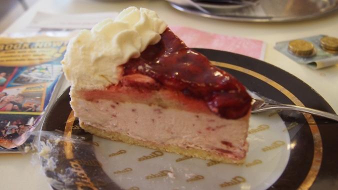 Celia's cake - strawberry cream