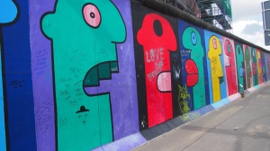 East Side Gallery - Colourful people